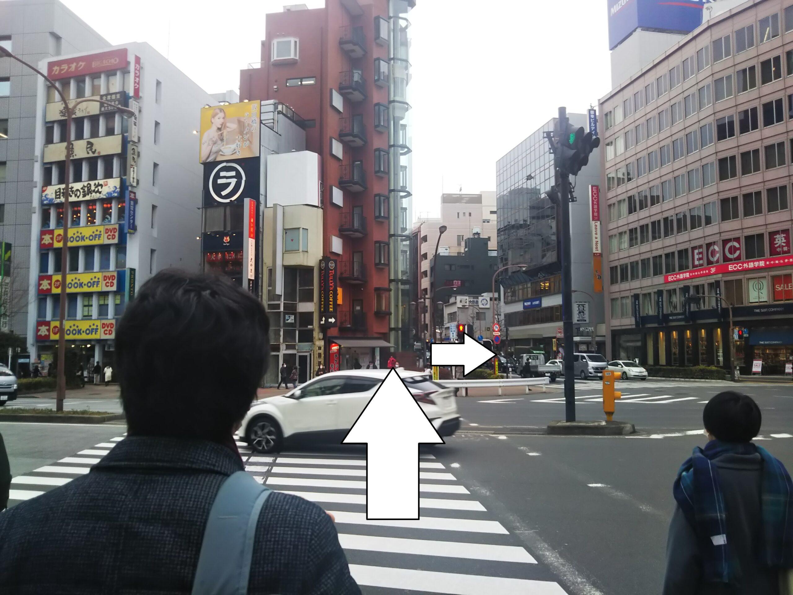飯田橋駅前の横断歩道