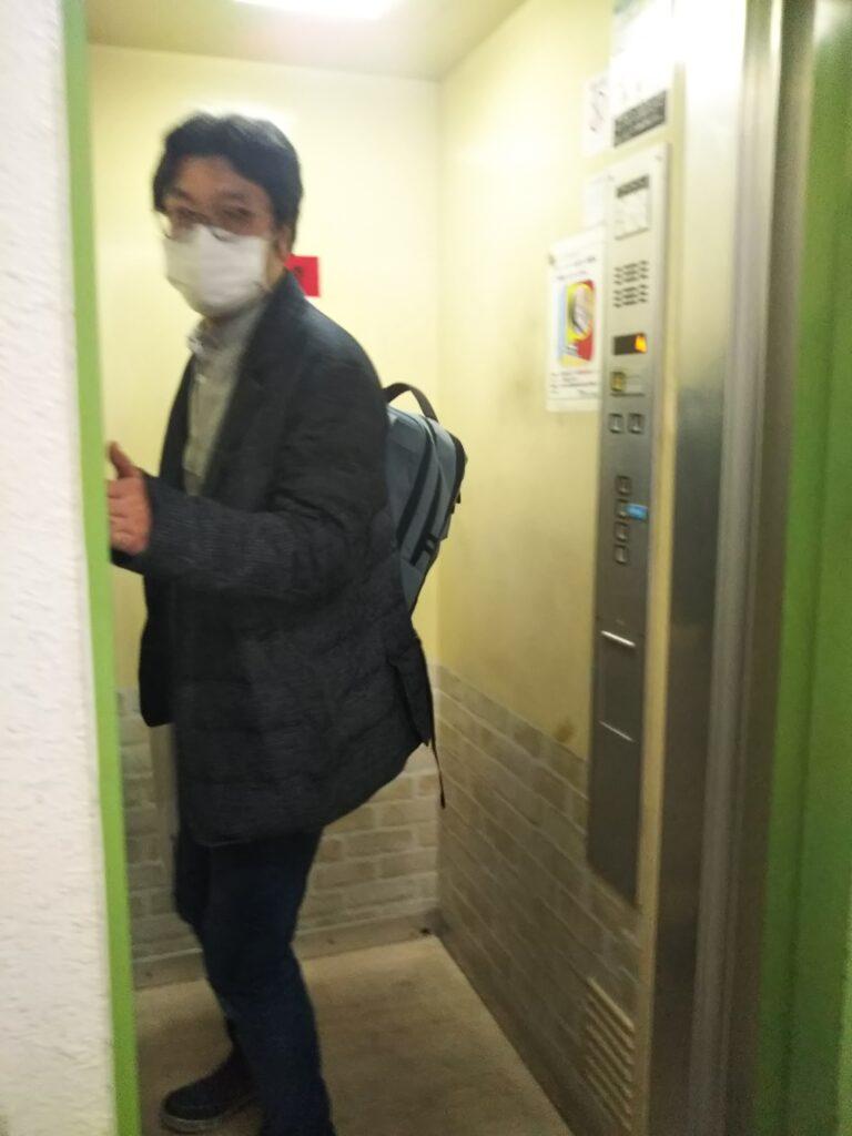 横浜囲碁サロンのエレベーター