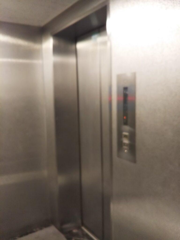 西新宿ユニオンビルのエレベーター