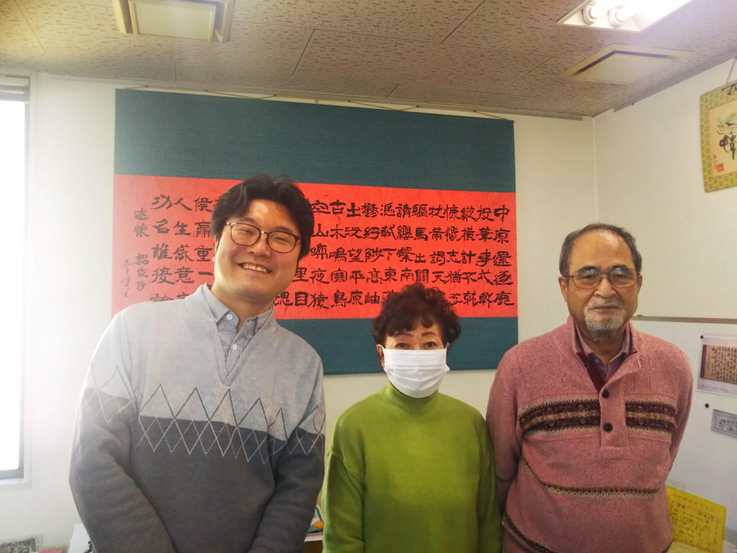 宮島さんご夫婦と洪さんの記念写真